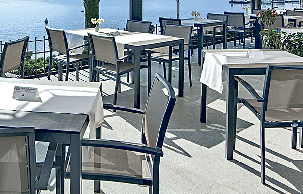 Stoler for utendørs bruk og utemøbler fra Sitting Scandinavia